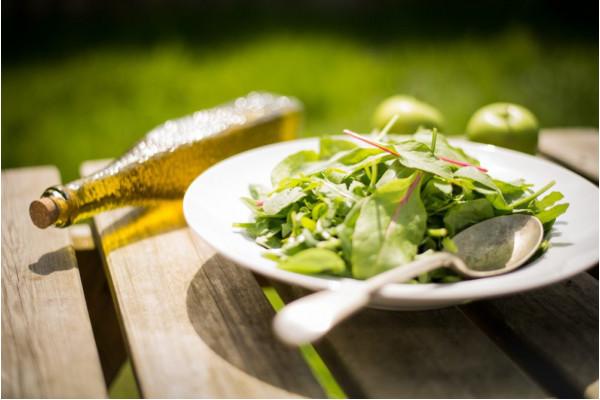 Liber la salata! Cele mai bune 3 sosuri si un cadou de vara :)