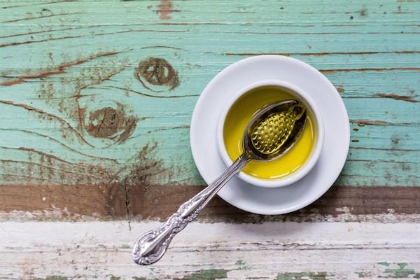 Uleiul de măsline la temperaturi înalte: toxic sau nu?